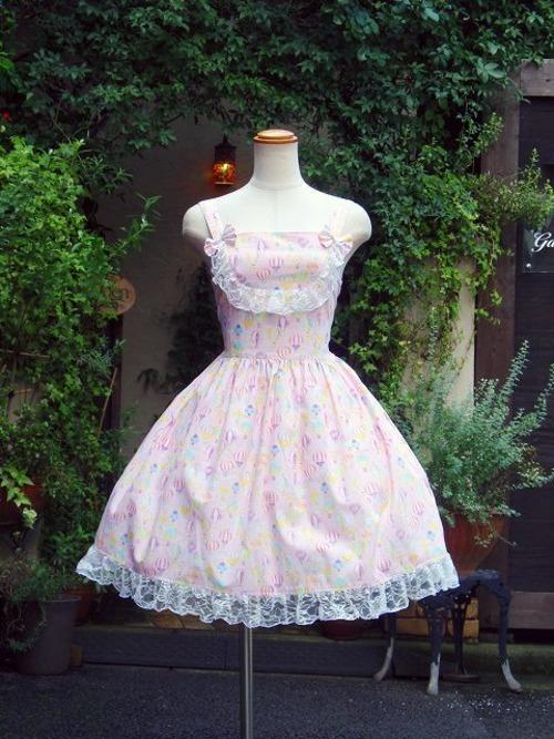レースと編み上げのききゅう柄フリルワンピース ピンク