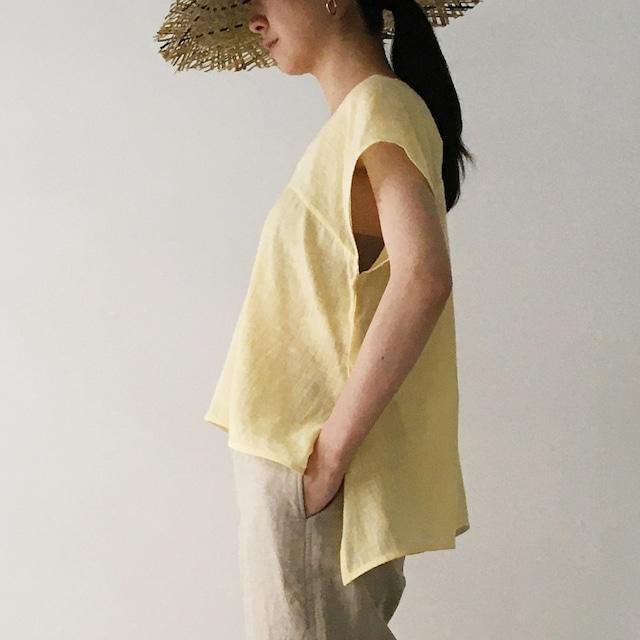 "Sleeveless v-neck top ""light yellow"""
