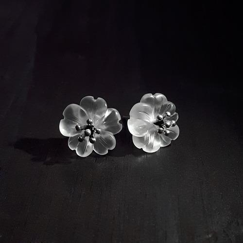 IUHA 【雨の花】ピアス お花 天然水晶 S925シルバー 優雅 金属アレルギーと変色防止   10006iuhaws
