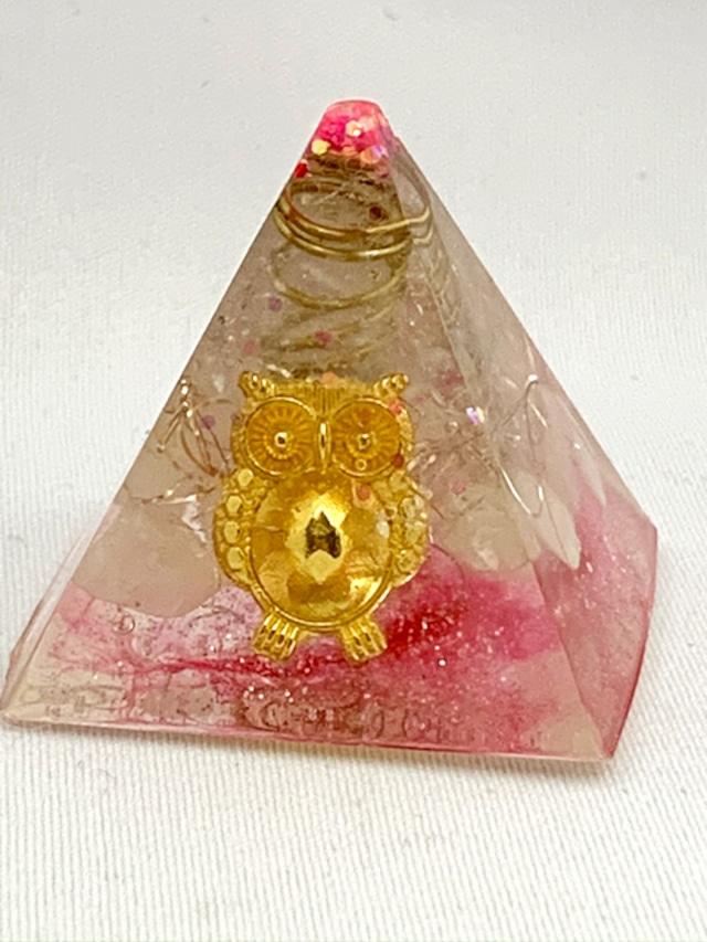 ピラミッド型オルゴナイト(フクロウ)【ローズクォーツ&天然水晶】