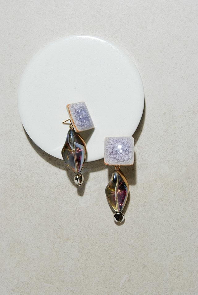 ピアス: 陶磁器タイル &ヴィンテージガラス 「ネオンに光るシャボン玉」