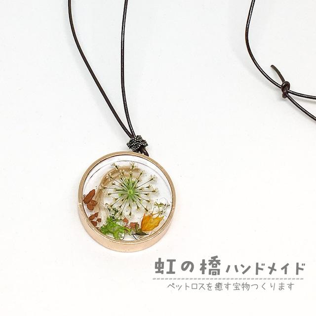 丸い金色の枠*花モスシリーズ* レジンネックレス C-010