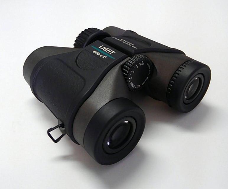 双眼鏡:8×32 6.4°〔ライト光機〕