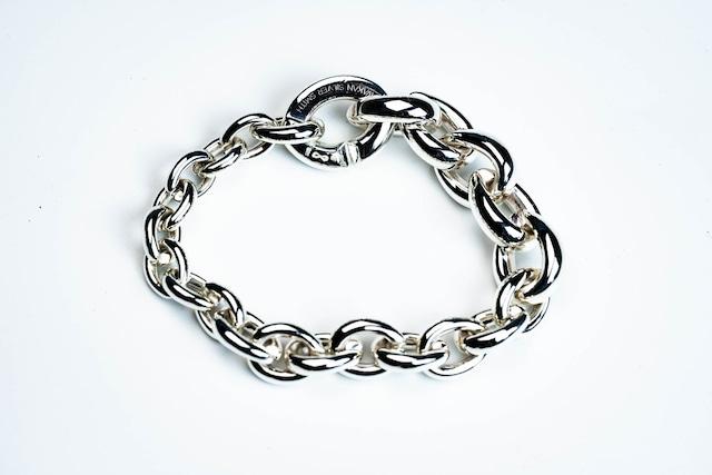 BN-048  Homage  Bracelet   Move gradually (徐々に大きく)