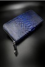 Item No.0387:Round Zip Wallet/Diamond python Hand dye/Black × Blue