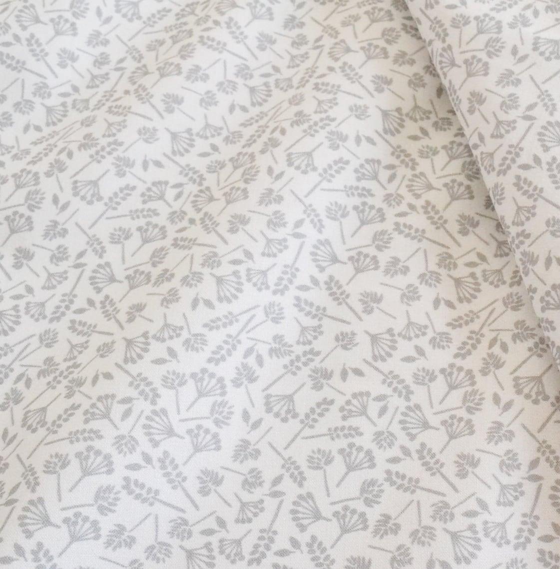 < wildflowers gray > コットン生地 48cm x 52cm