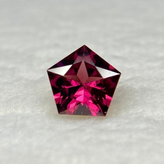 ロードライトガーネット 0.593ct 赤紫色 簡易ソーティング付き r-0384
