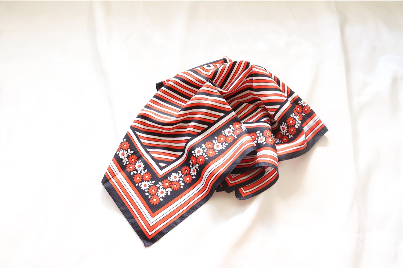 正方形のスカーフ / 白 × 赤 × 黒