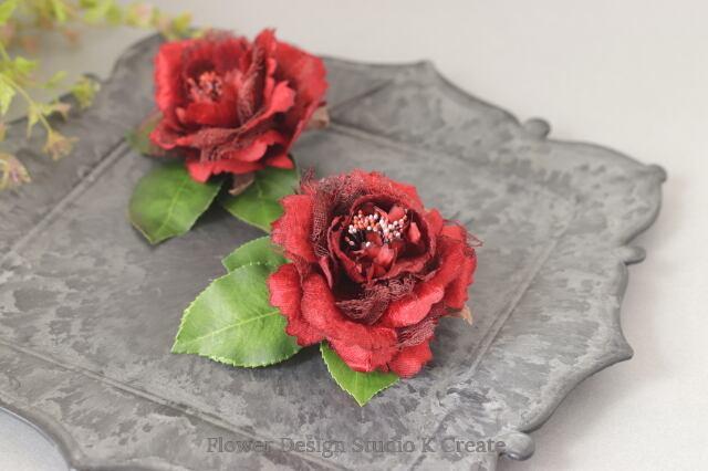 フラメンコに♡赤いレースの花びらの薔薇のヘッドドレス(薔薇&葉の一体型) フローレス 赤い薔薇 髪飾り