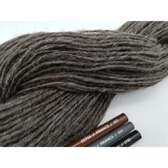Rueca 紡ぎ糸 シェットランド羊100% ナチュラルカラー/グレー 単糸/紡毛糸/S撚り  No.5  重さ:44g 長さ:115.5m