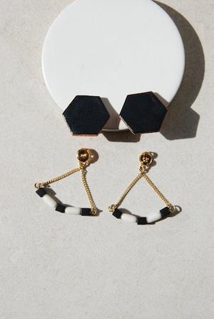 ピアス: 特製陶製タイル &ガラス [2WAY] 「ダーツでは負けない」