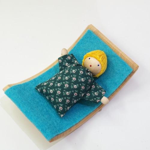 ヘアヴィック 金髪の赤ちゃん 緑