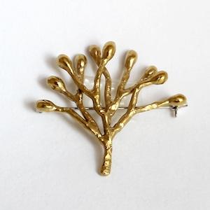 小枝のブローチ