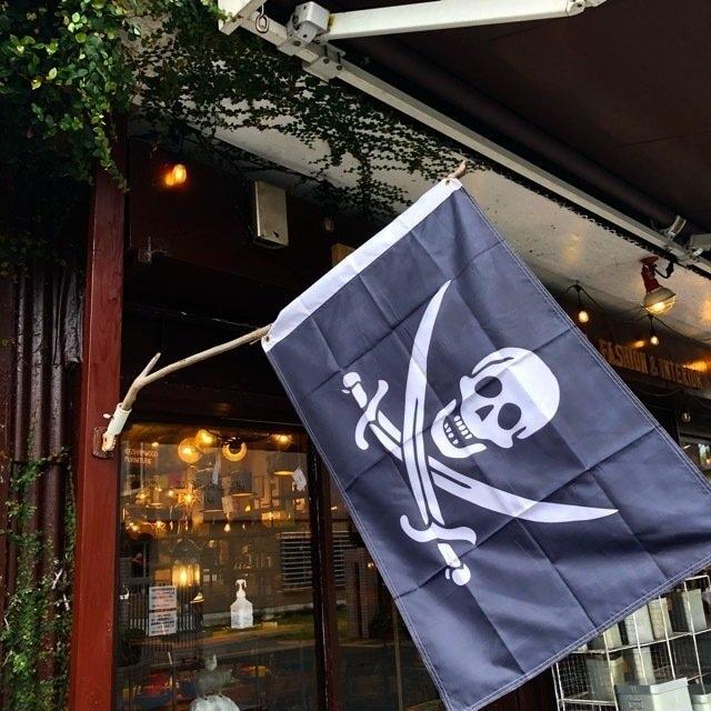 TOPANGA INTERIOR Pirates Flag B