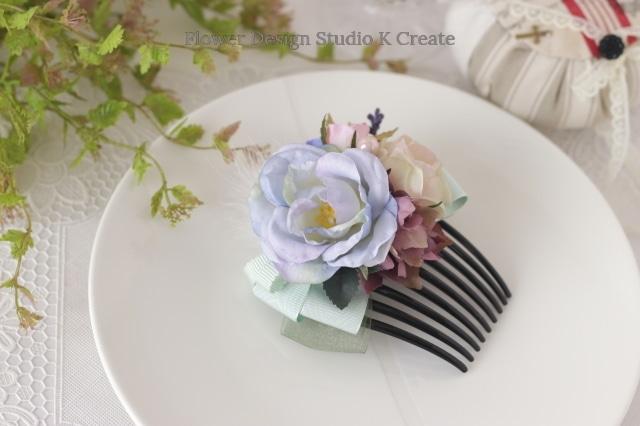 ペールブルーとピンクの薔薇のリボンコーム フラメンコ ペイネタ お花のコーム バラ 髪飾り 卒業袴 ダンス髪飾り