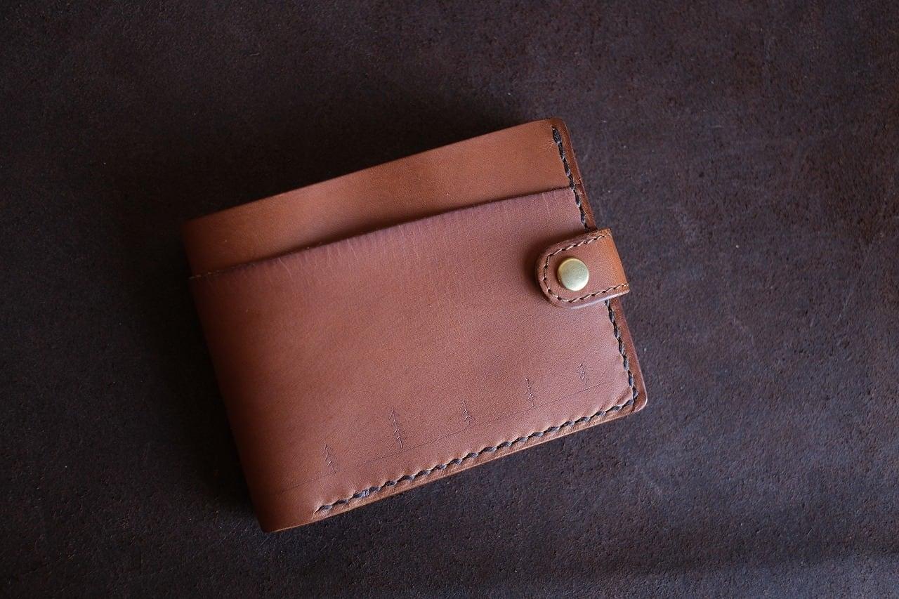 長雨のキャメルの牛革の二つ折り財布 001
