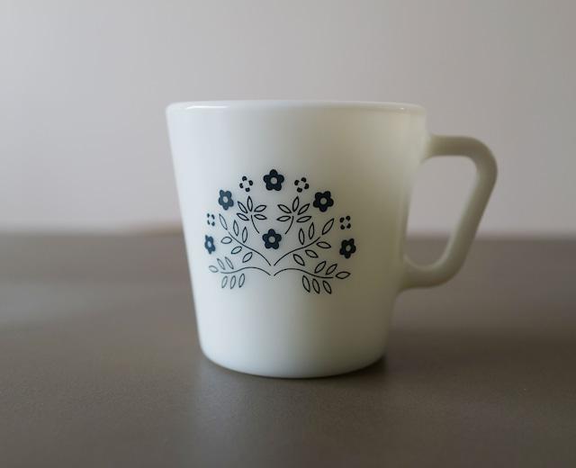 PYREX タイニーフラワーブルーマグカップ(021)