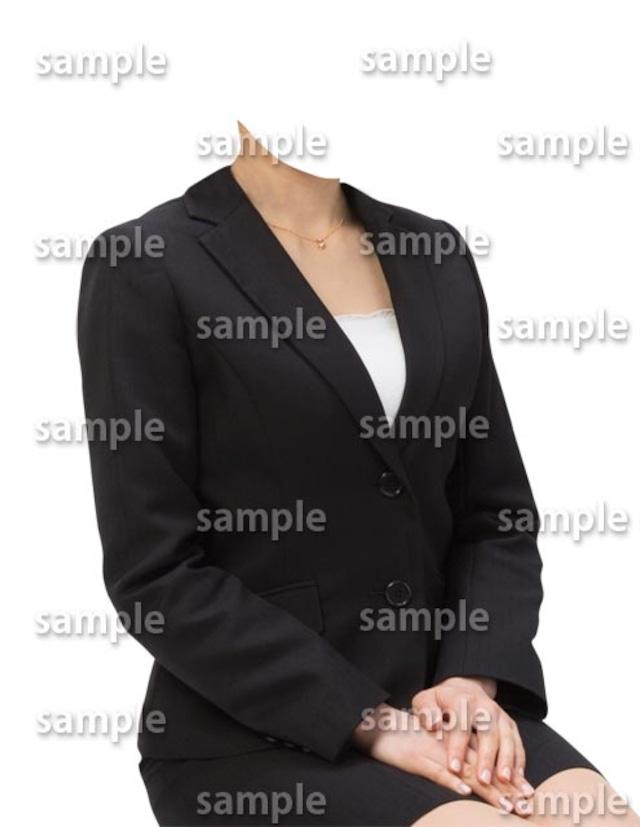 女性ビジネス黒スーツ斜めB