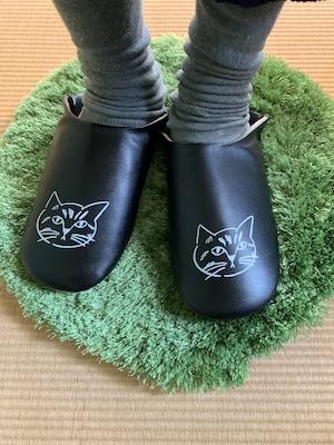 Matsuo Miyuki slipper cat_Tora BK