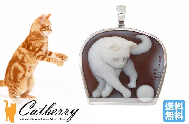 シェルカメオ ボールで遊ぶ猫