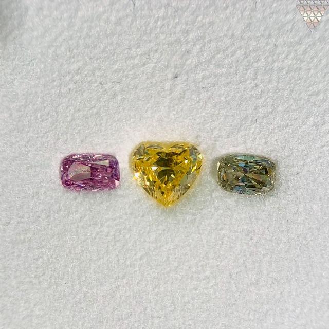 合計  0.7 ct 天然 カラー ダイヤモンド 3 ピース GIA  1 点 付 マルチスタイル / カラー FANCY DIAMOND 【DEF GIA MULTI】