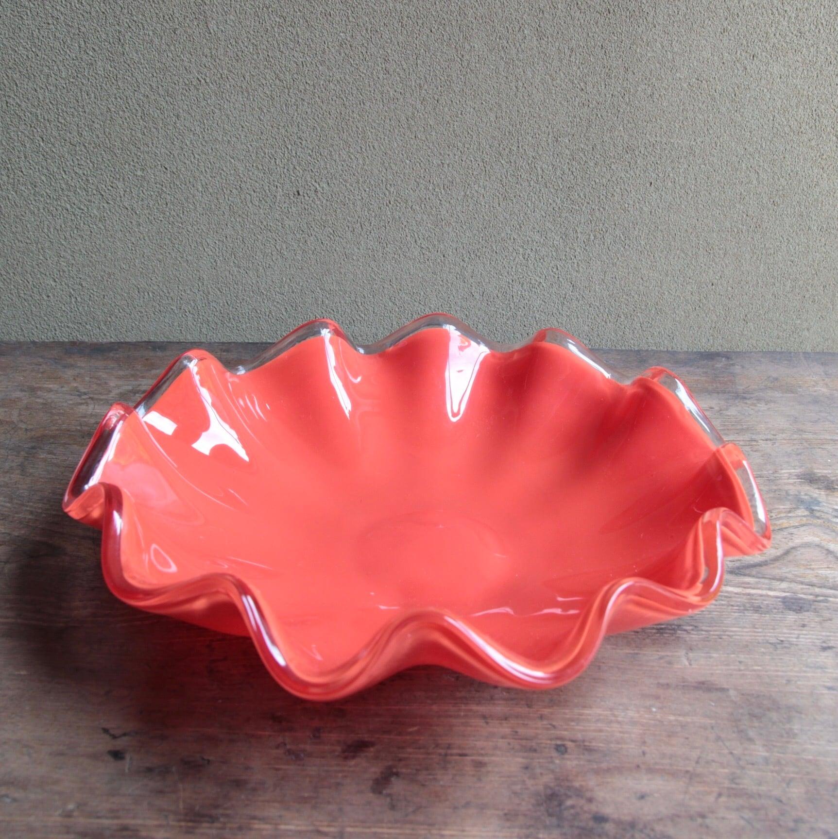 赤のガラスコンポート