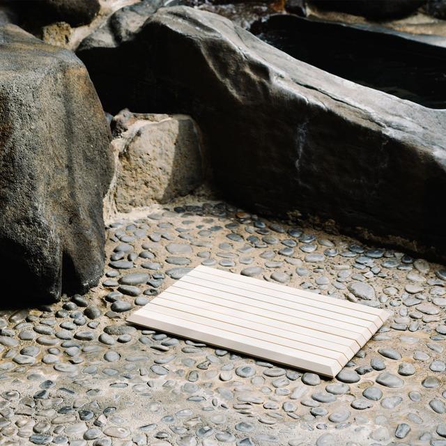 木曽の檜でつくったバスマット Kiso Lifestyle Labo