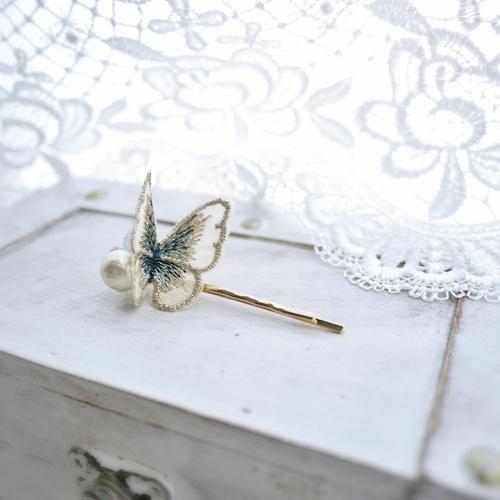 蝶刺繍(ベージュ)×コットンパール ヘアピン