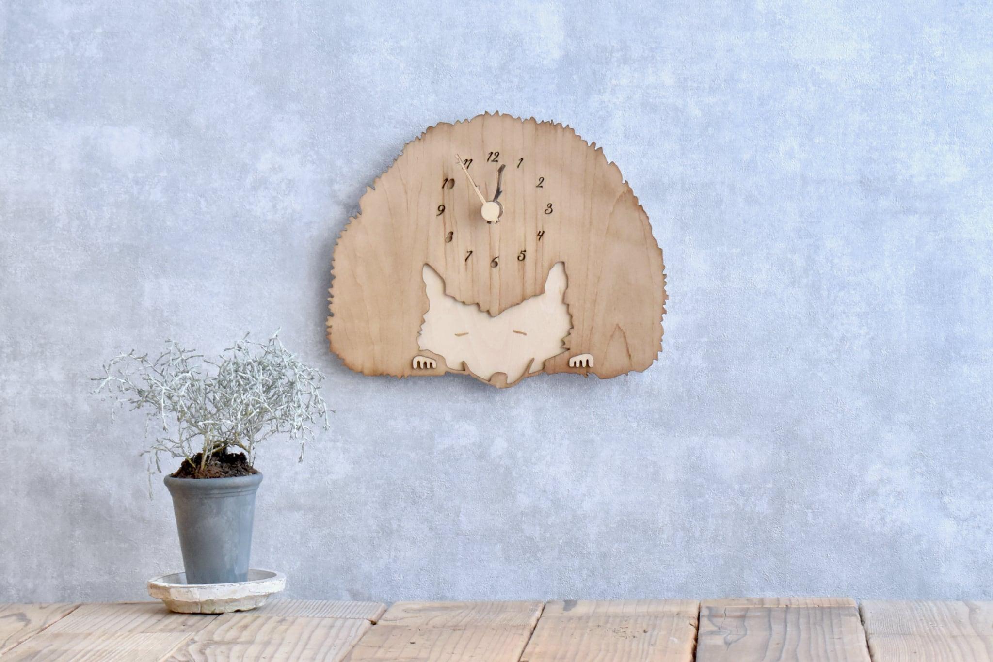 シナ材でつくったハリネズミの時計 木製 掛け時計