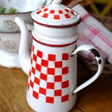 赤チェックの2段式ホーローコーヒーポット
