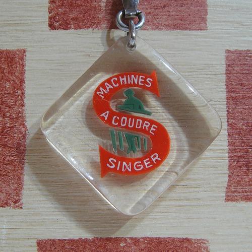 アメリカ SINGER[シンガー]、ミシン製造会社 広告ブルボンキーホルダー