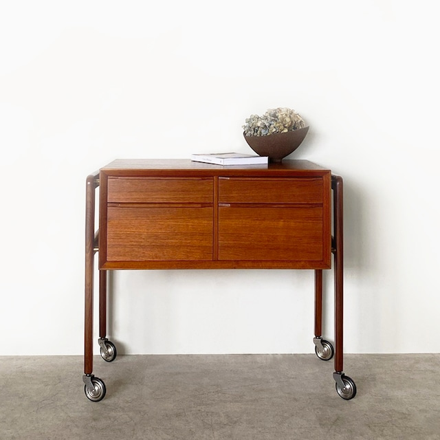 Sewing table / ST009