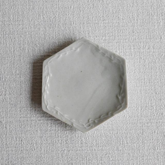 白磁草文六角小皿-Outlet-