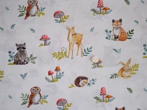 Moda Effie's Woods オフホワイト地に動物たち