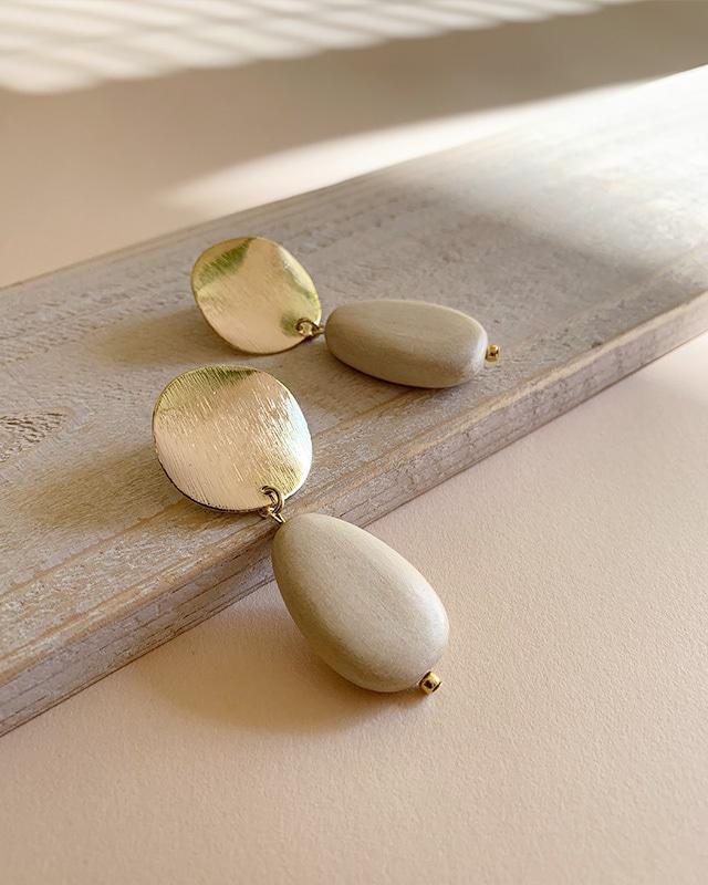 white wood pierced earrings  OBH-066