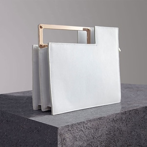 ゴールドハンドルスクエアバッグ(ホワイト・ブラック)|デザイン ショルダー 2WAY