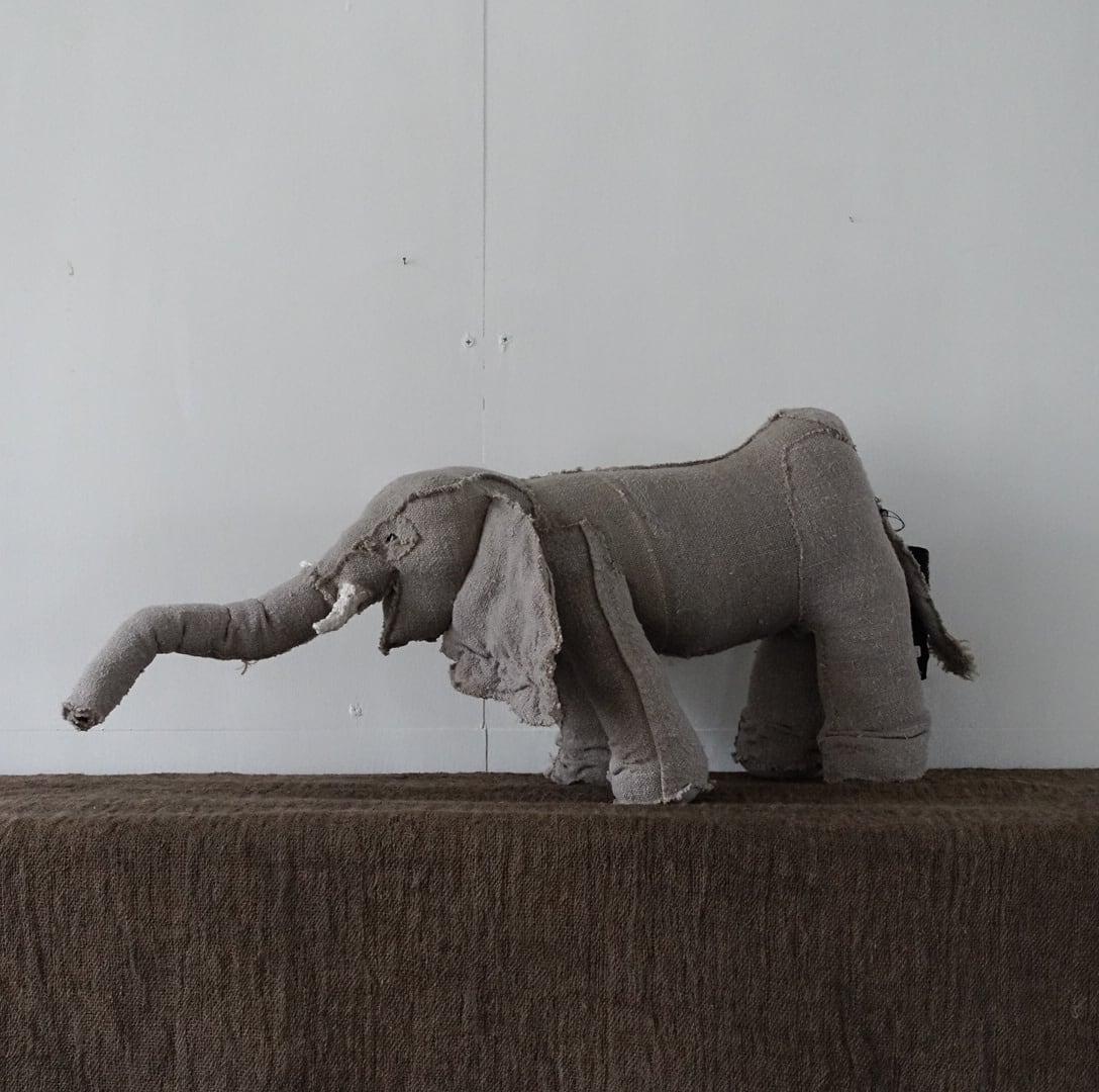 息を思いっきり吸い込む象 / ZANY FABA
